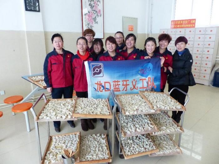 重阳节去敬老院为老人包饺子